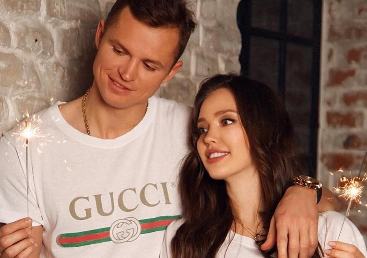 Беременная супруга Дмитрия Тарасова поднимает тяжести