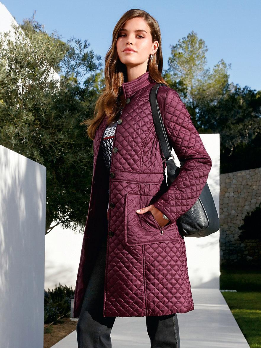 Длинное женское демисезонное пальто — для тепла комфорта в любую погоду