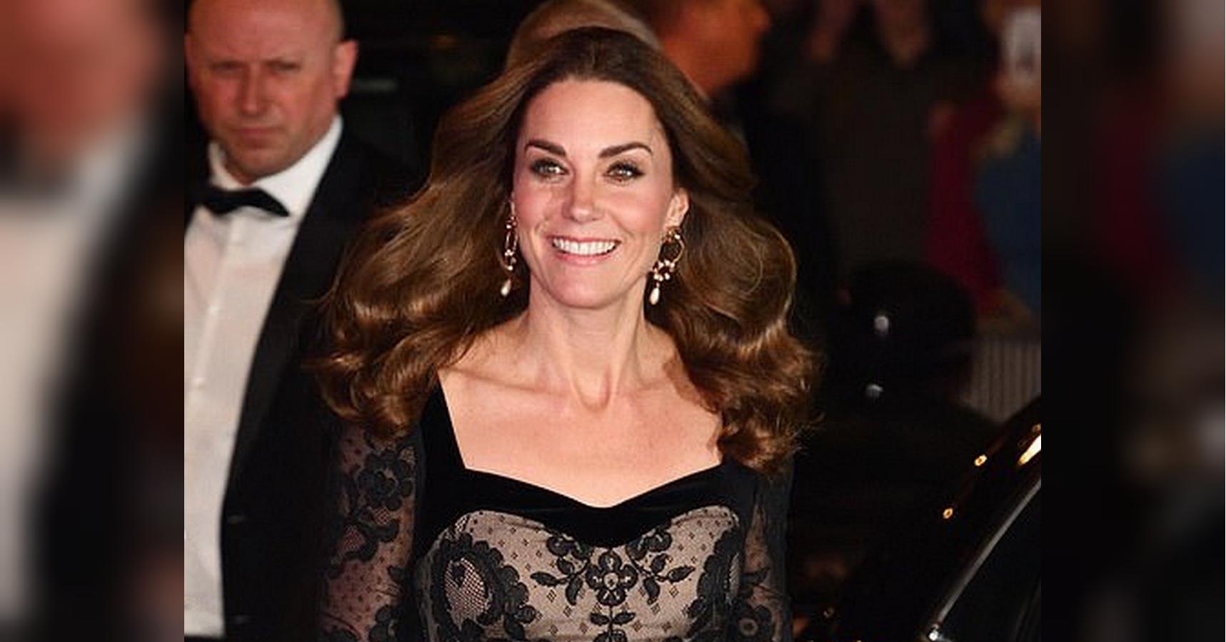 Кейт Миддлтон поет и танцует с другими родителями на развивающих занятиях принца Луи