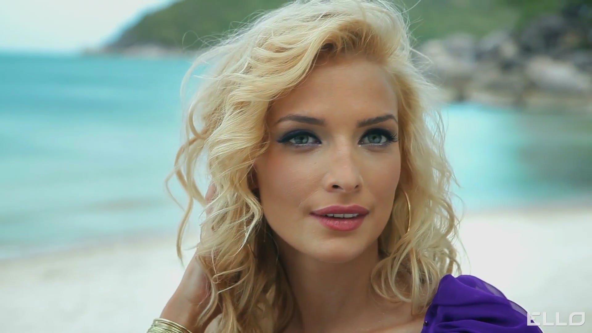 Татьяна Котова похвасталась фигурой в красном бикини
