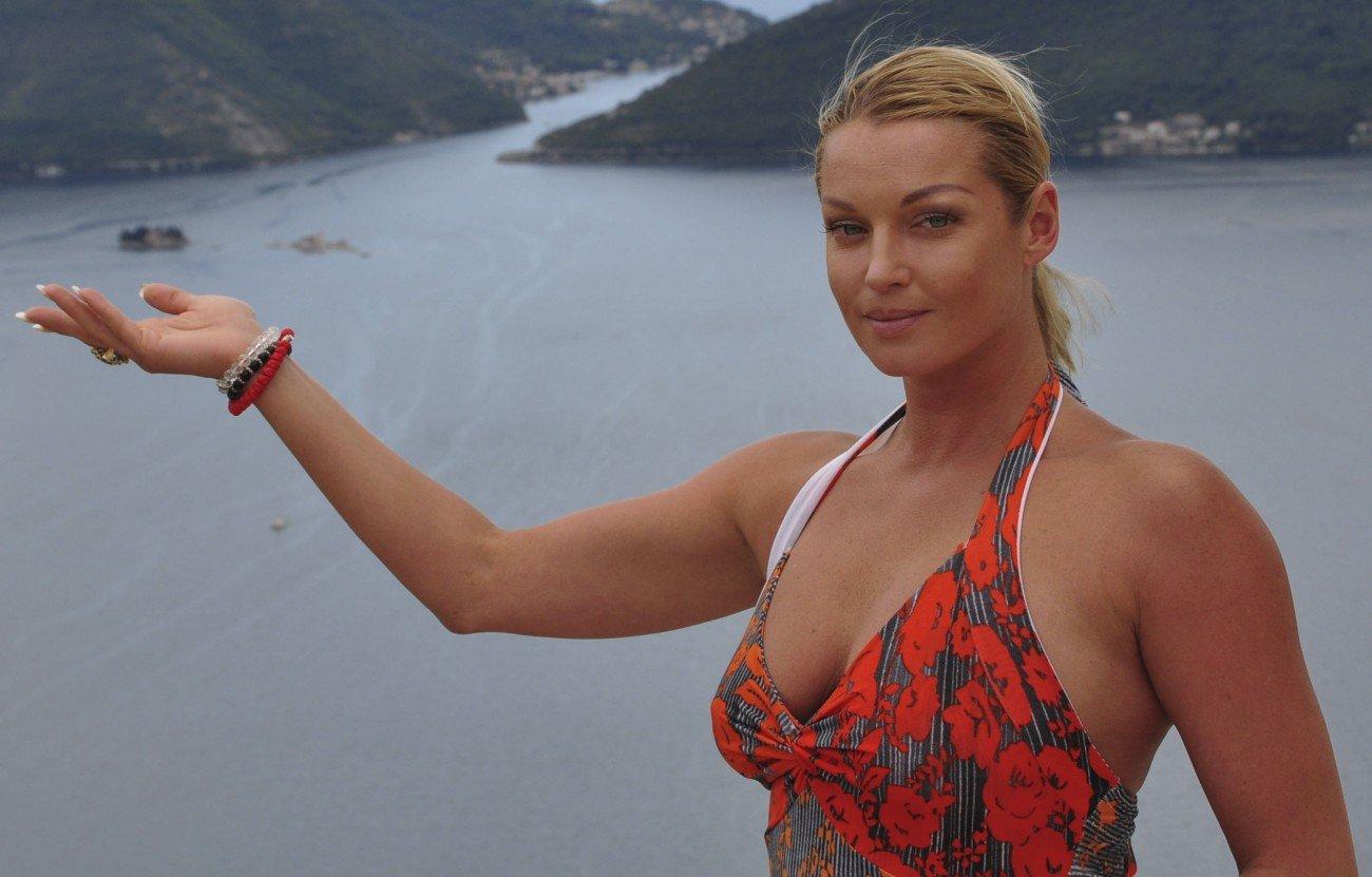 Анастасия Волочкова в бикини похвасталась своей растяжкой