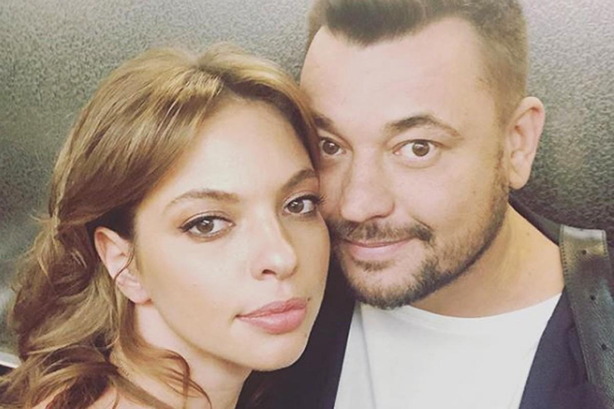 Сергей Жуков вышел в свет с женой