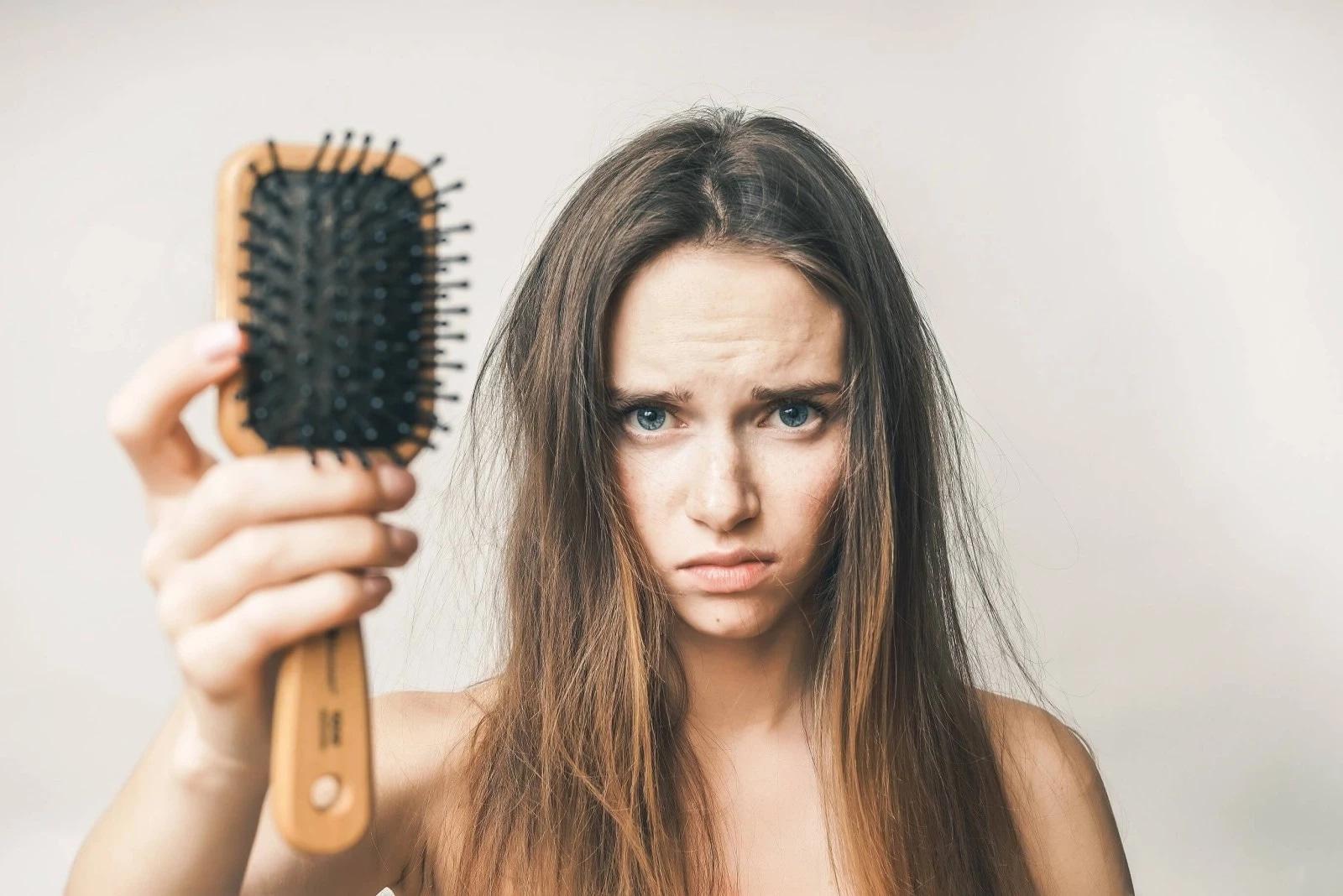 Как остановить выпадение волос в домашних условиях?