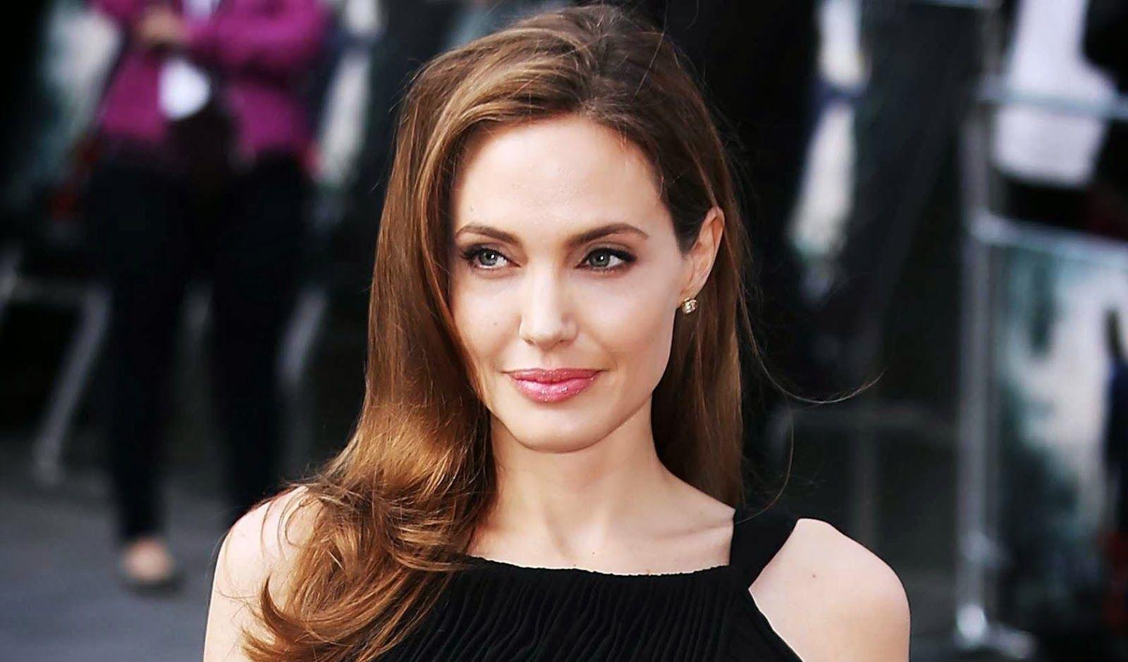 Дочь Анджелины Джоли выпустила ювелирную коллекцию