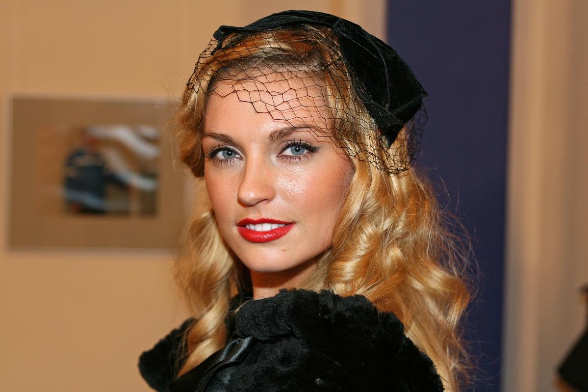 Саша Савельева позировала в бикини через полгода после родов