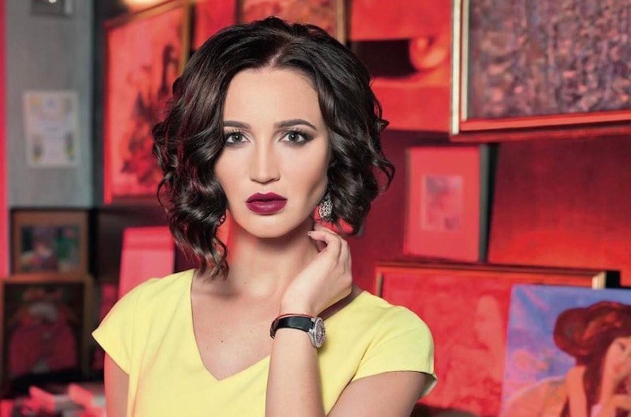 Ольга Бузова позировала в красном купальнике