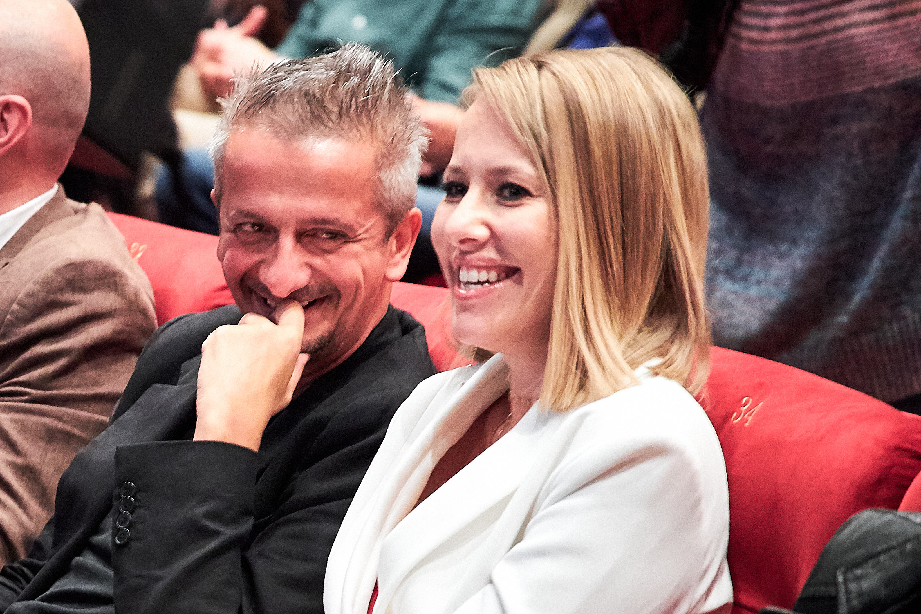 На фоне слухов о беременности Ксения Собчак вышла в свет с Константином Богомоловым