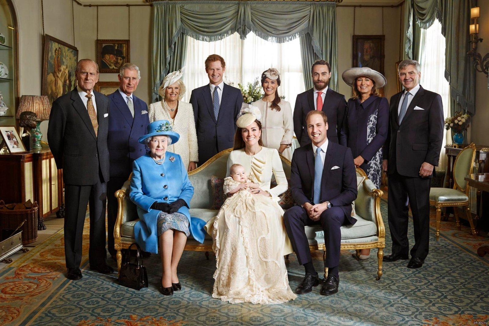 Стало известно, сколько зарабатывают члены королевской семьи Великобритании