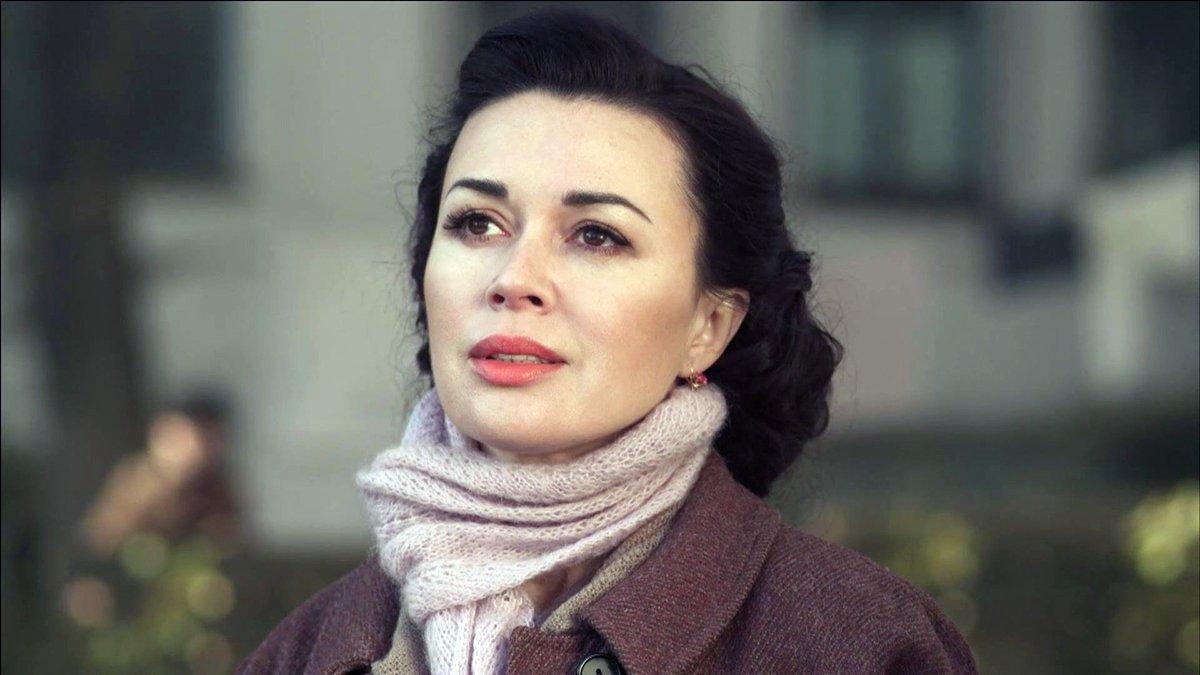 В больницу к Анастасии Заворотнюк привезли годовалую дочь