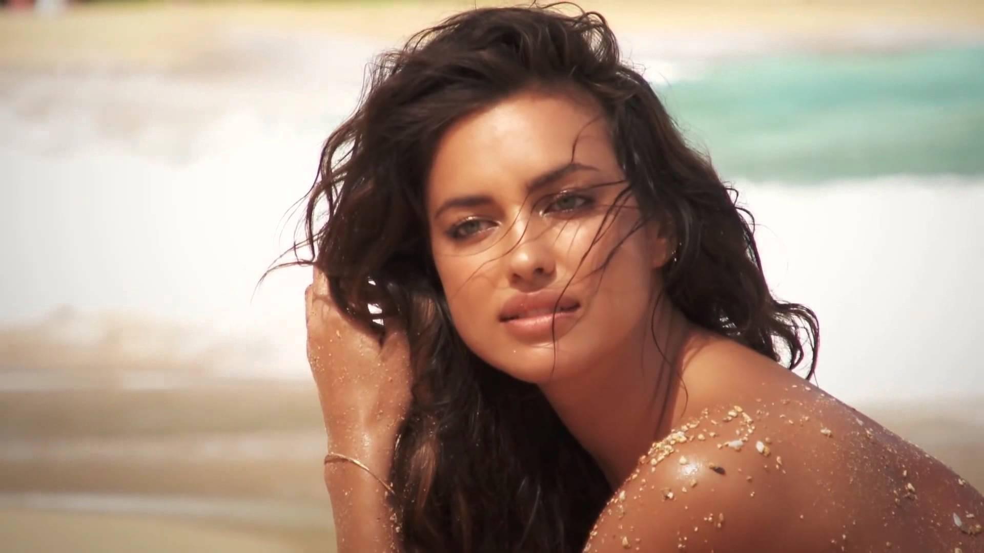 Ирина Шейк снялась в рекламной кампании Intimissimi