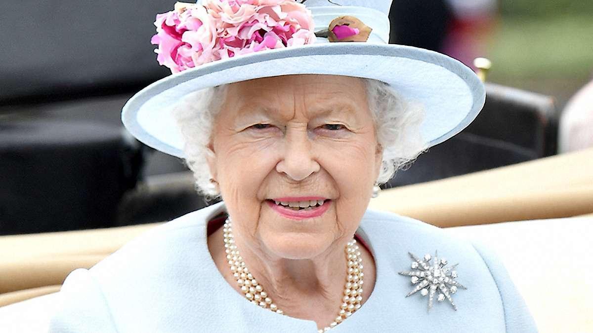 СМИ: королева Елизавета II собирается отречься от престола уже через полтора года