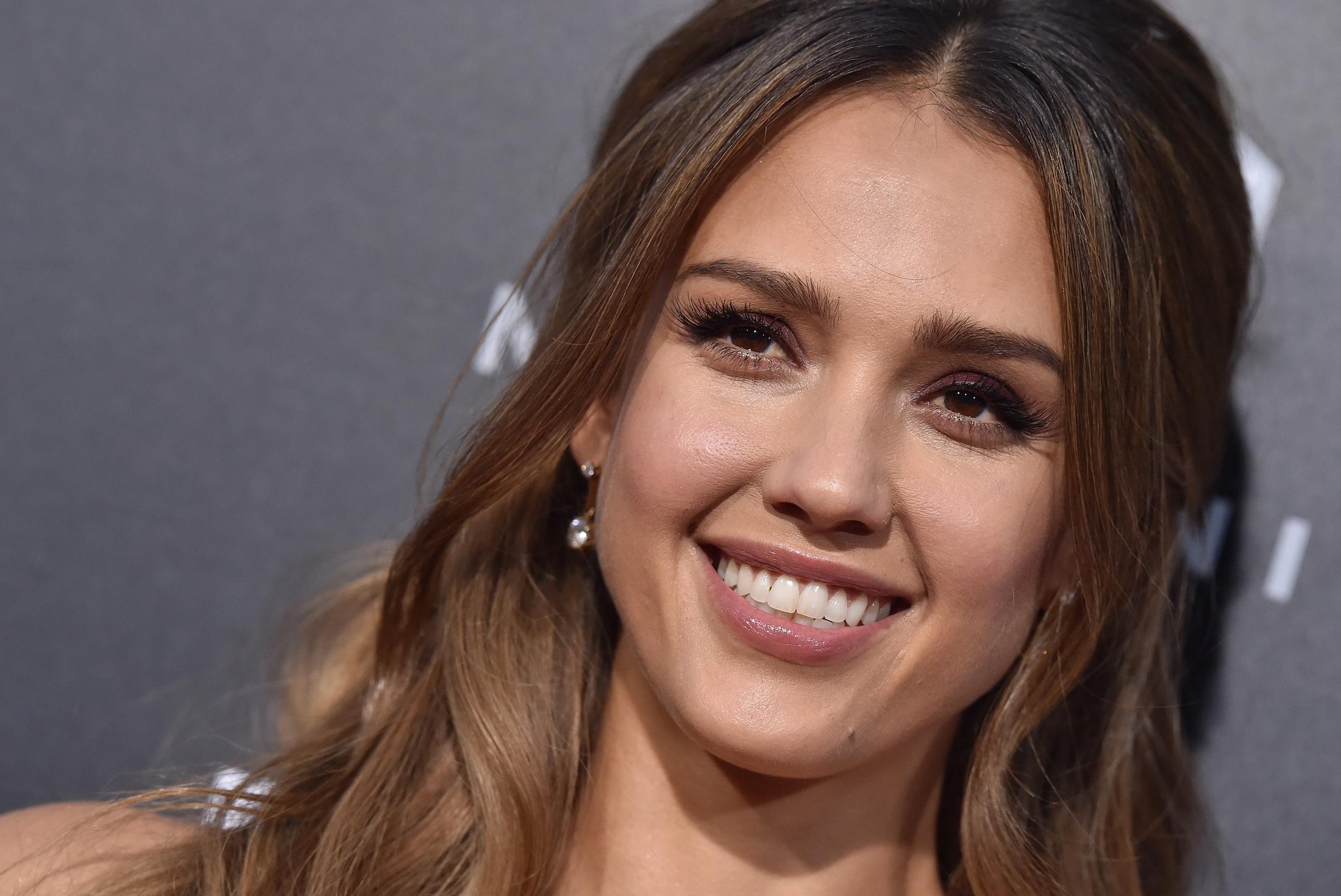 Джессика Альба блистала на премии InStyle Awards 2019