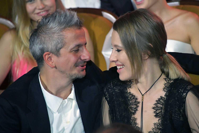 Стало известно, во сколько обошлись Ксении Собчак и Константину Богомолову обручальные кольца