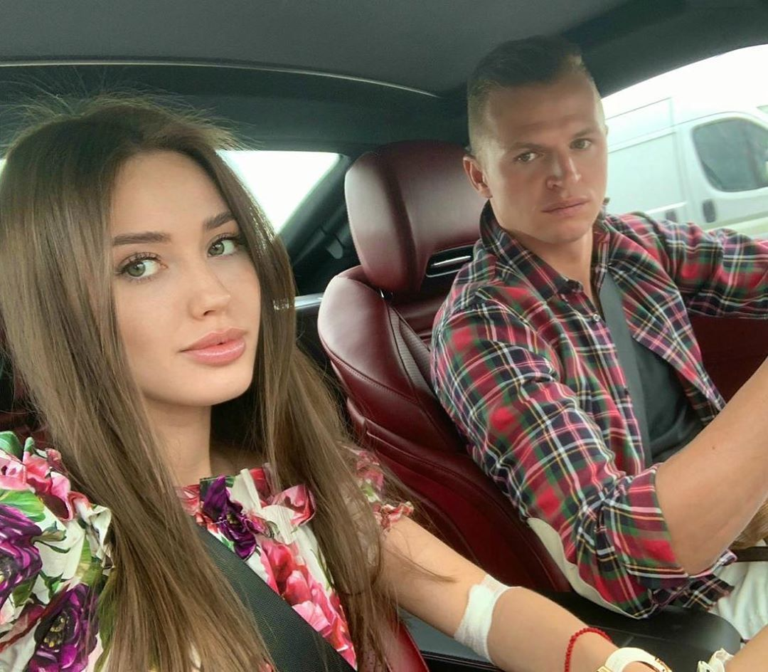 Дмитрий Тарасов показал откровенное фото жены