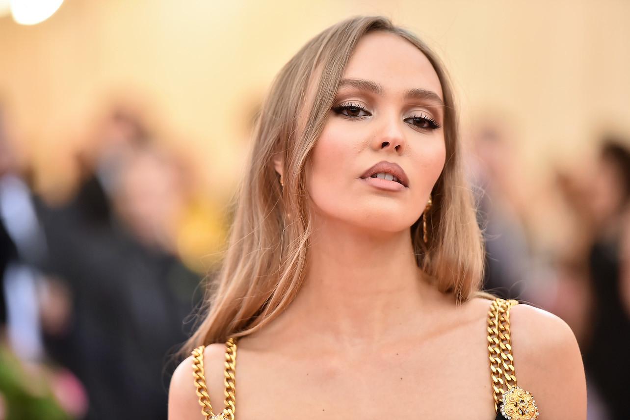 В сети обсуждают пикантный образ Лили-Роуз Депп на премии BAFTA-2020