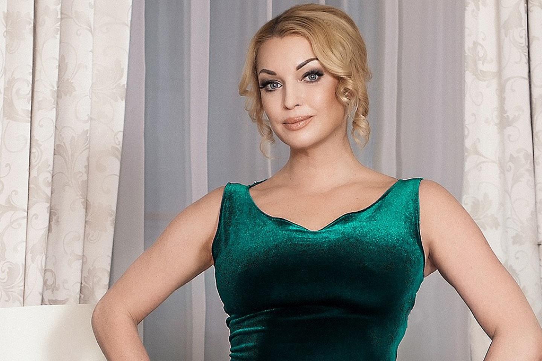Анастасия Волочкова позировала обнаженной в ледяной купели