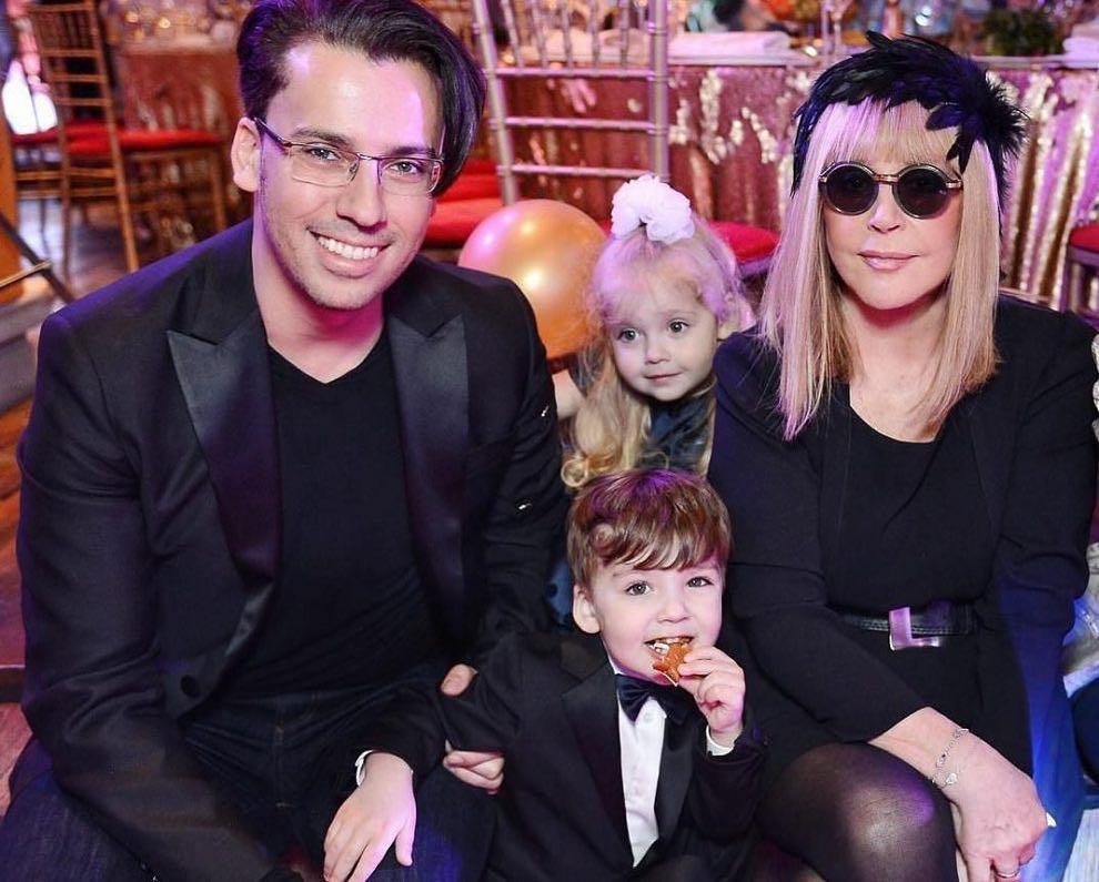 Дети Аллы Пугачевой и Максима Галкина провели обряд против коронавируса
