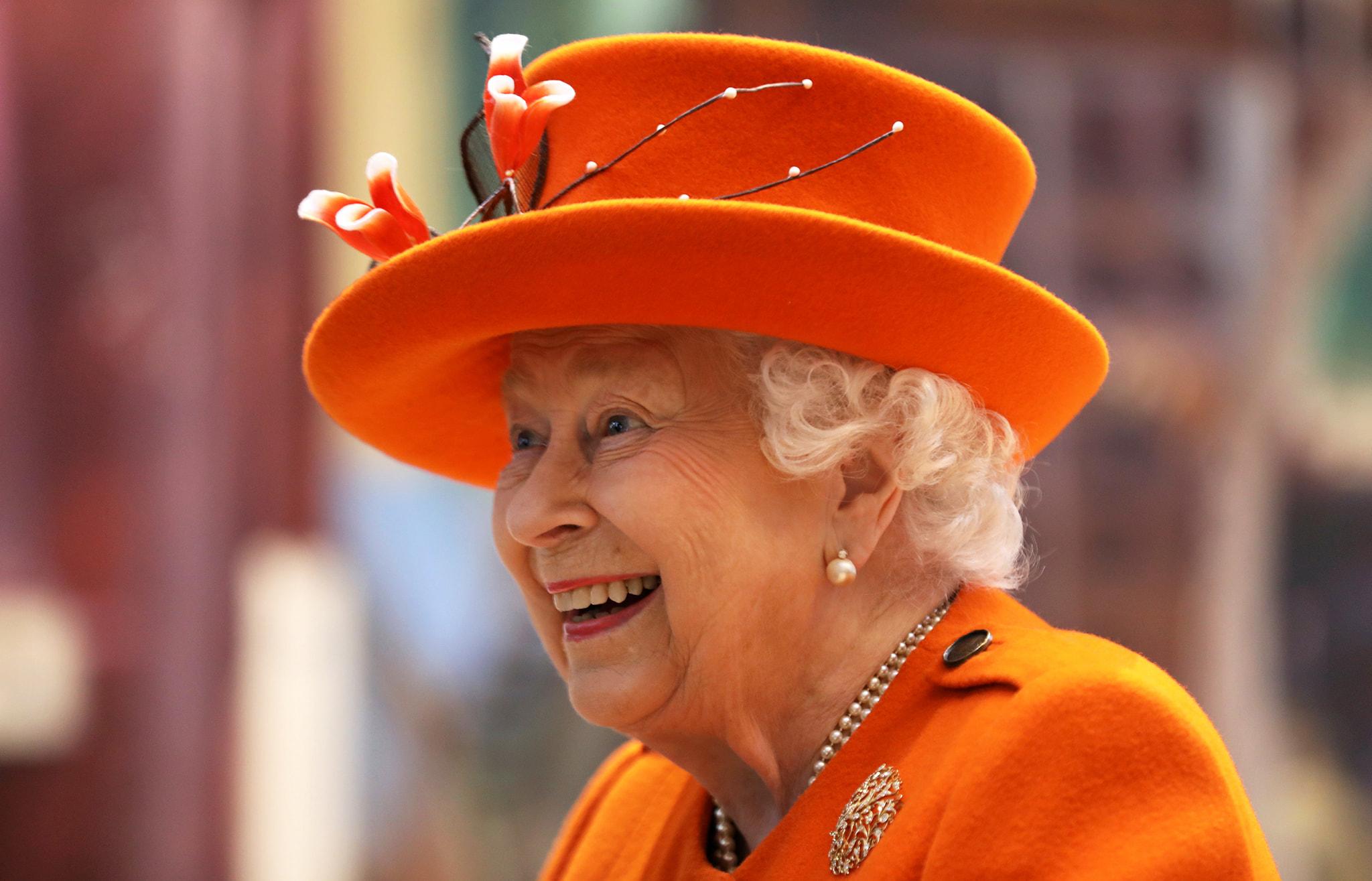 Королева Елизавета II продемонстрировала поддержку Меган Маркл и принца Гарри