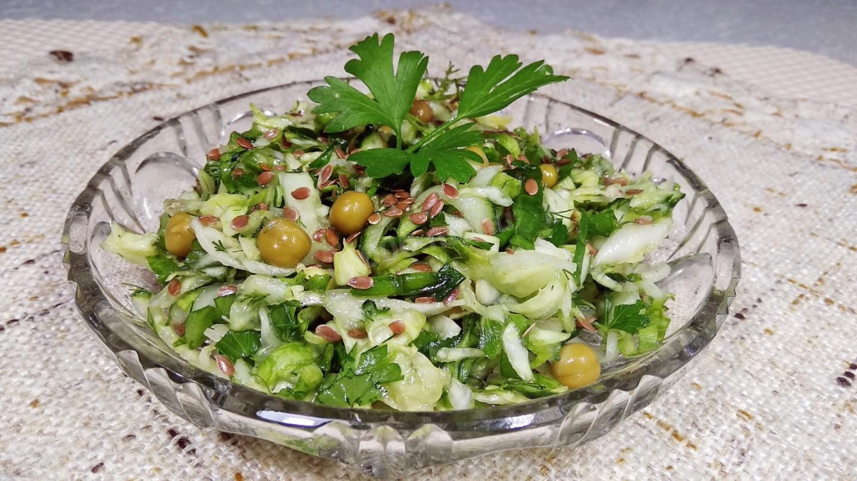 Диетические весенние салаты с зеленью