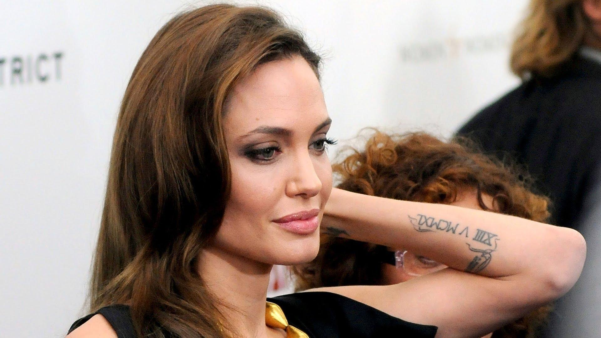 Детей Анджелины Джоли прооперировали