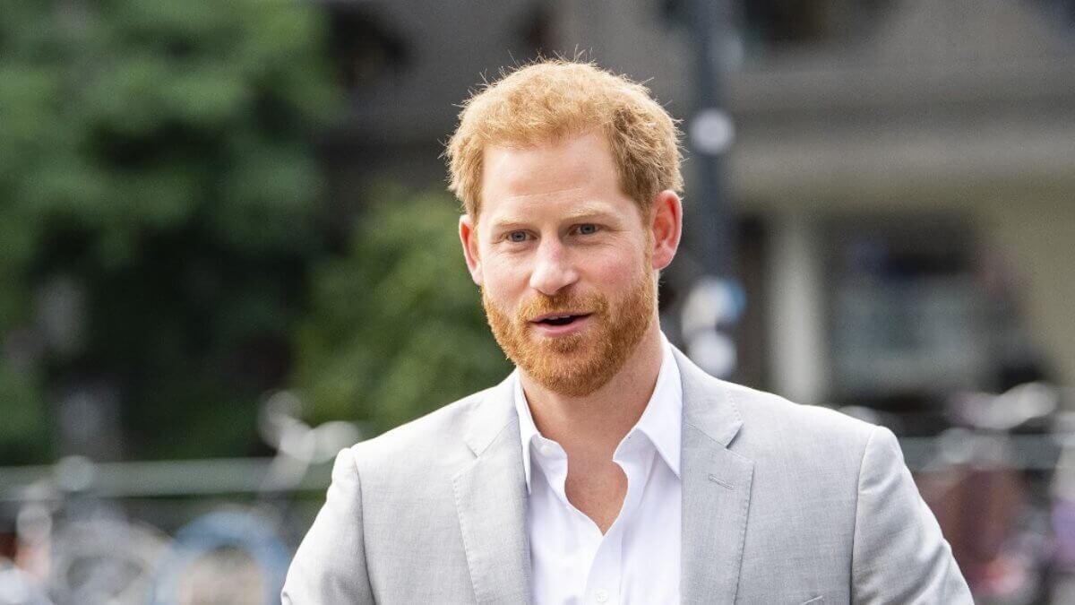 Принц Гарри скучает в Канаде по британским друзьям и переписывается с ними в WhatsApp
