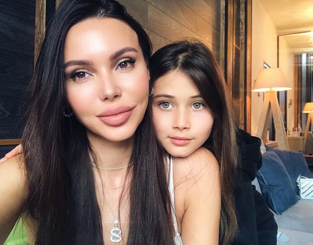Айза Анохина, Анна Седокова и Оксана Самойлова поучаствовали в новом челлендже с детьми