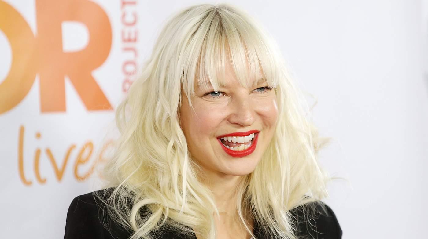 Певица Sia подтвердила, что она усыновила двух подростков