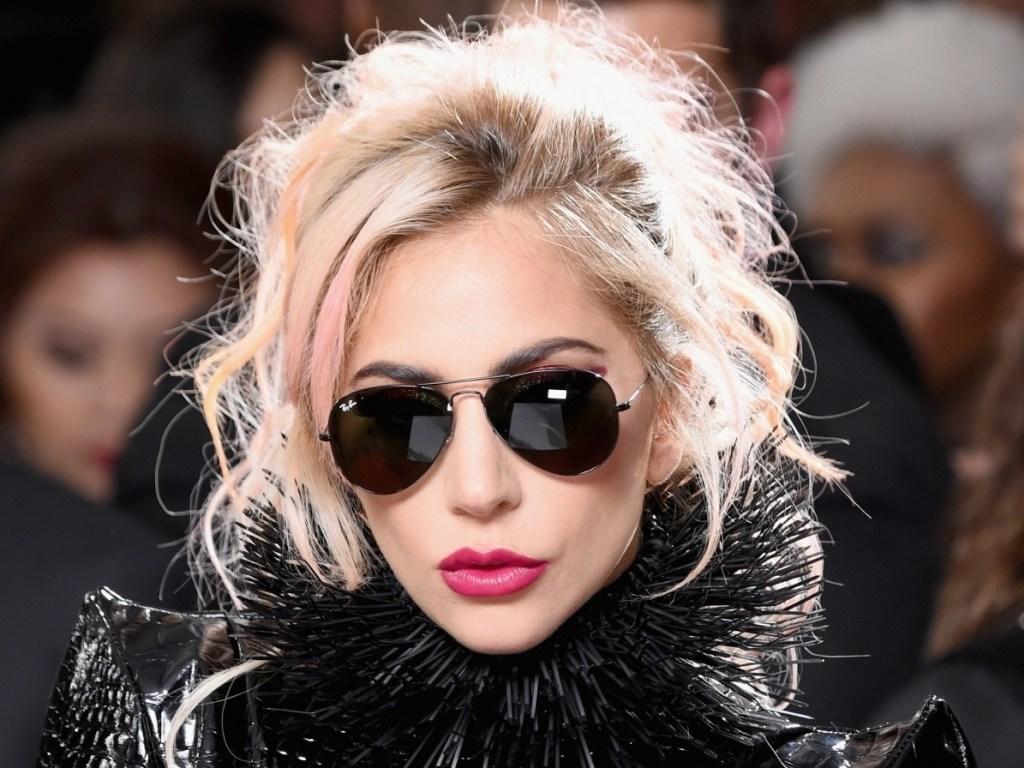 Леди Гага снялась обнаженной для обложки журнала