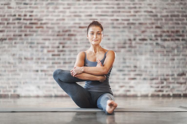 Йога для начинающих: особенности и базовые упражнения