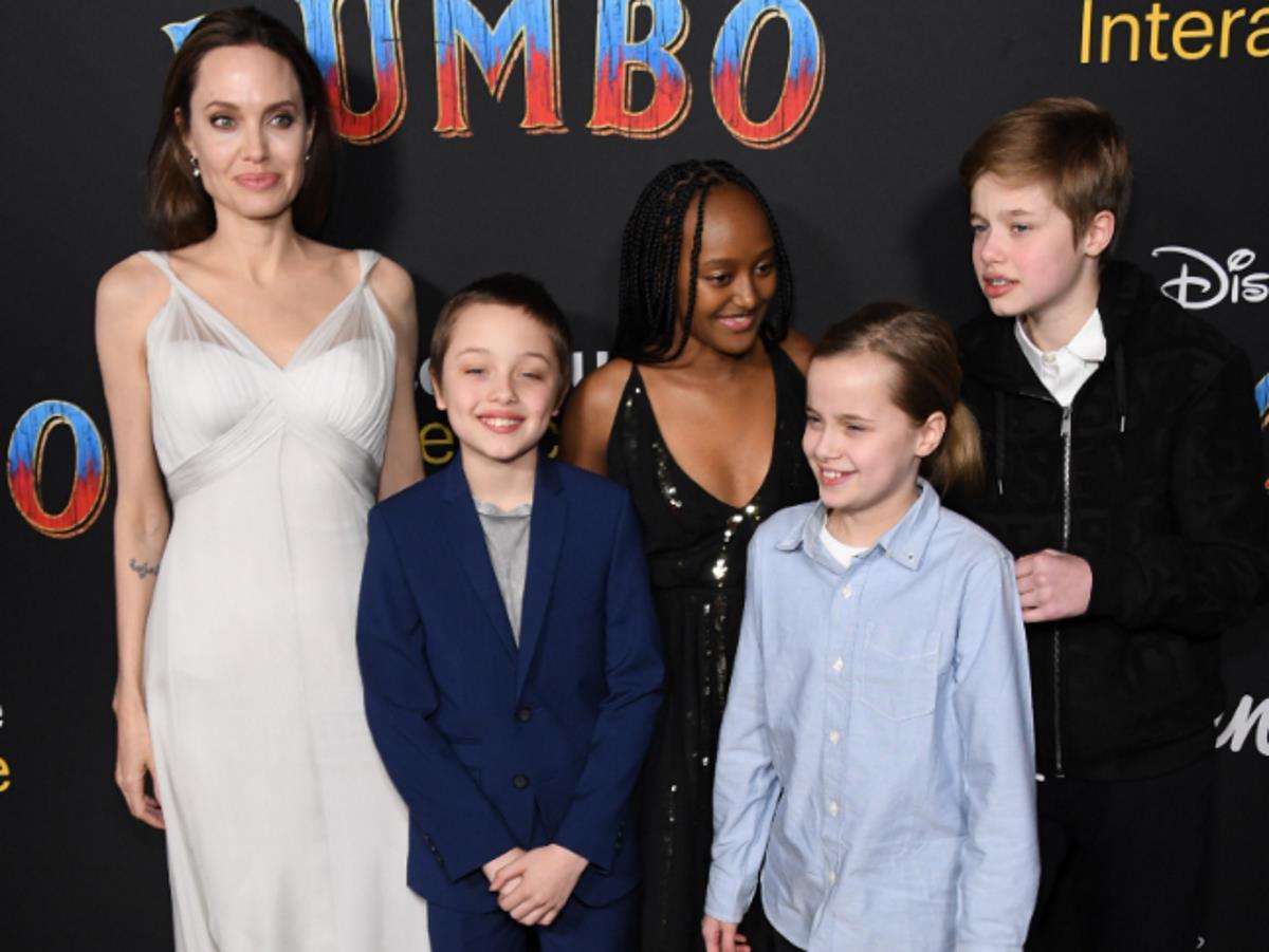 Дочери Анджелины Джоли и Брэда Питта впервые появились на публике после операций