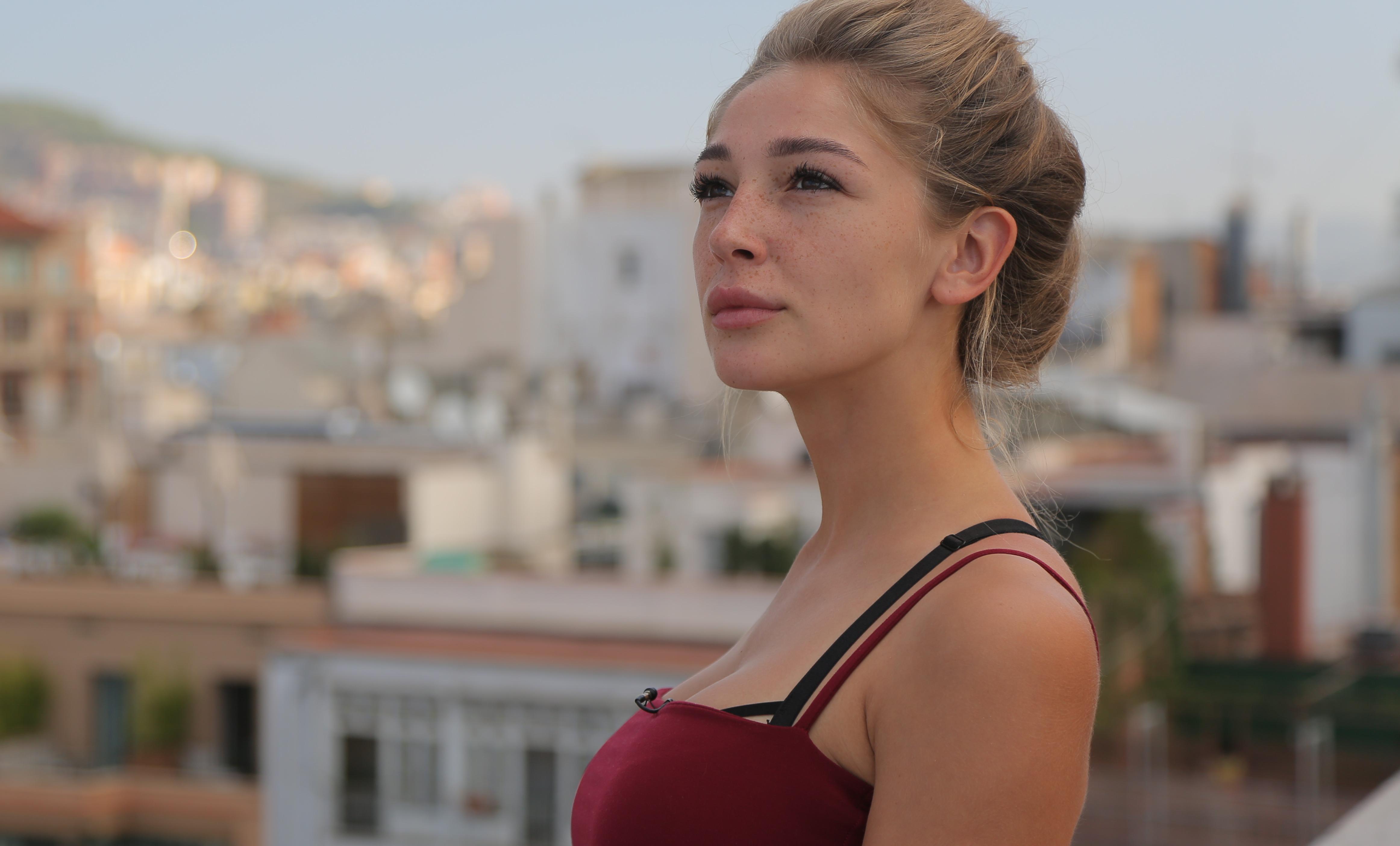 Опасные танцы Насти Ивлеевой на шесте шокировали фанатов звезды