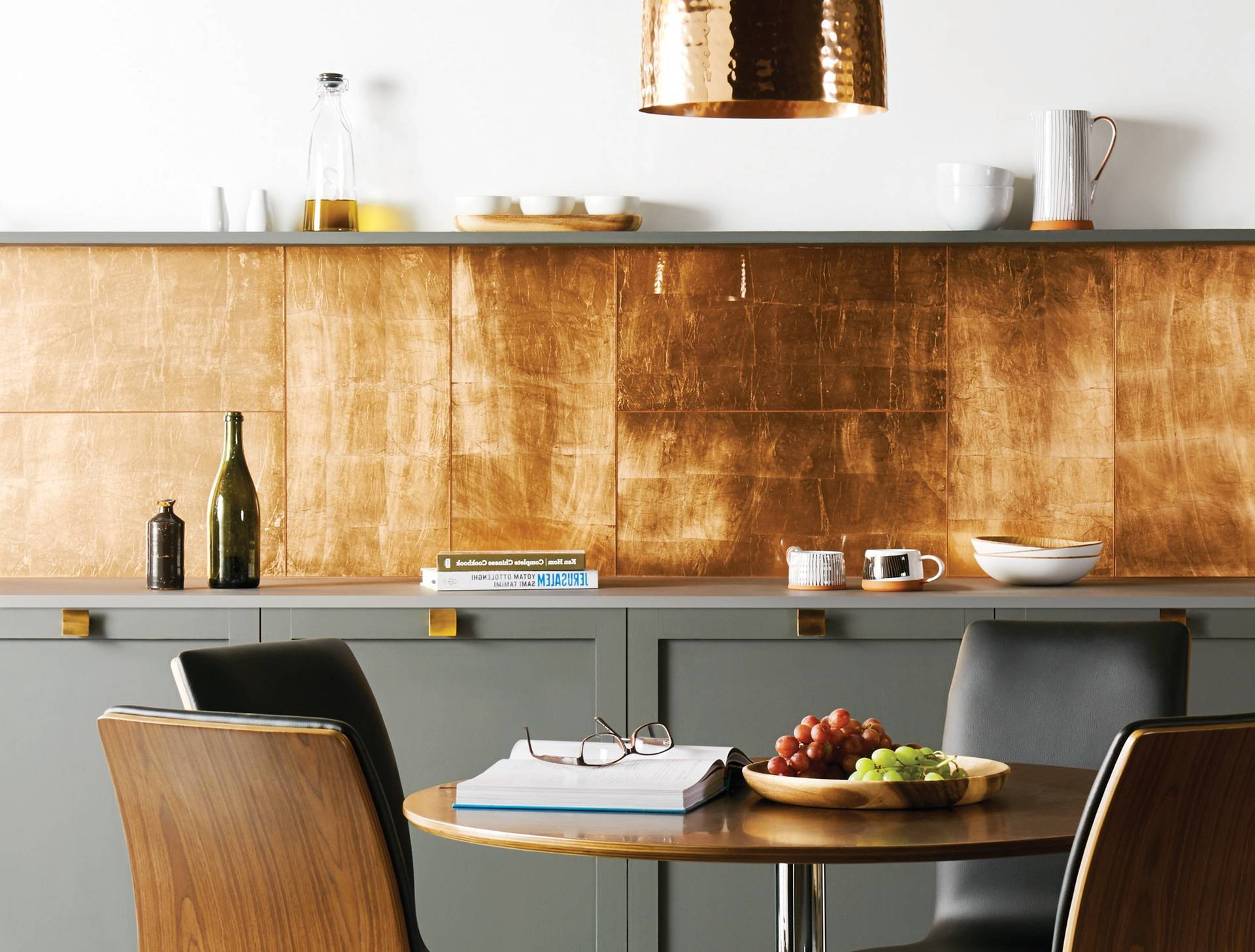 Металлический декор на кухне - как реализовать последние тенденции в интерьере?