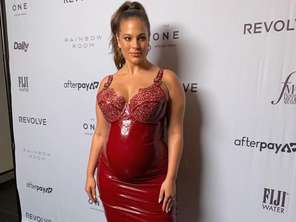 Эшли Грэм снялась полностью обнаженной на последнем месяце беременности