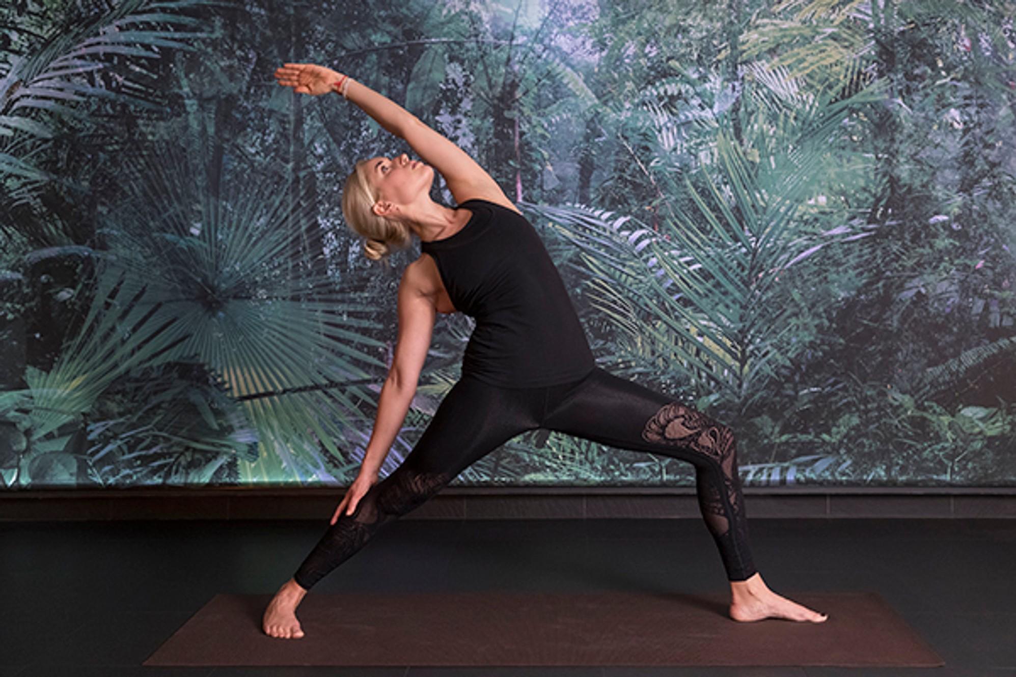 5 асан из йоги, которые помогут справиться со стрессом