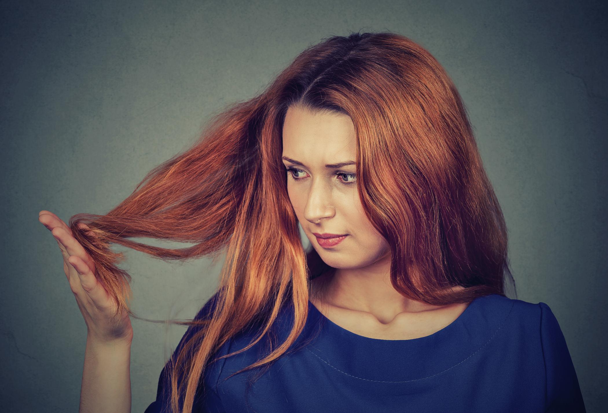Как справляться с посеченными кончиками волос