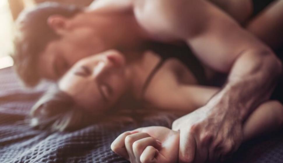 Психологи выяснили, почему люди фантазируют о сексе с бывшими и к чему это приводит