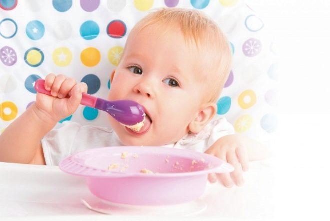 Почему ребенок боится глотать пищу и что с этим делать?