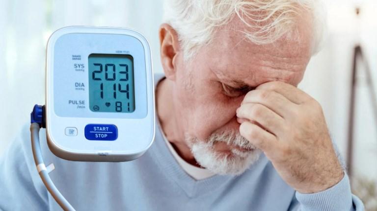 Гипертонический криз симптомы, лечение, признаки, признаки ...