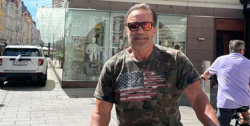 Ну красавчик: 74-летний Арнольд Шварценеггер прокатился на велосипеде после операции на сердце (фото)
