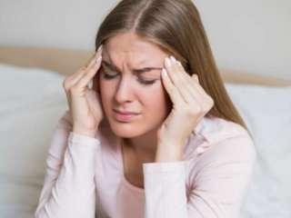 Почему по утрам болит голова: 8 возможных причин