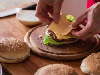 Домашний бигмак: рецепт легендарного бургера