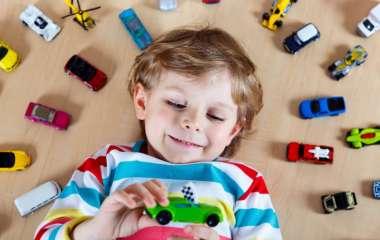 Детские машинки: как с их помощью развивать ребёнка?