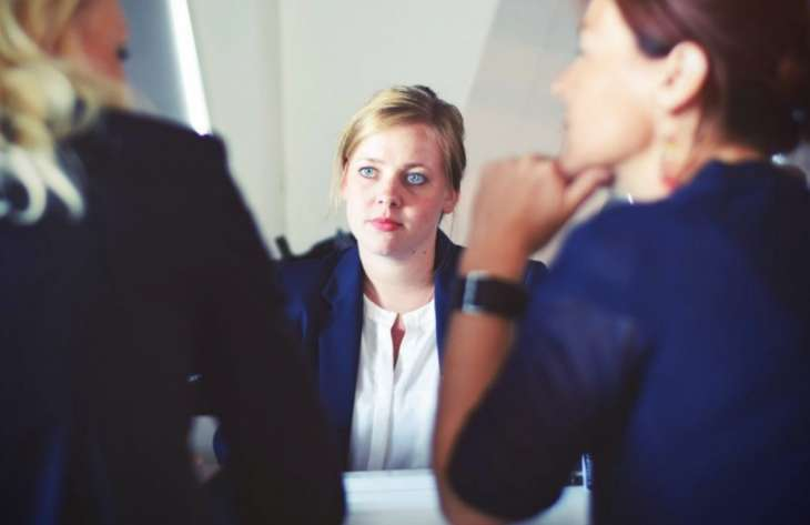 8 признаков того, что коллеги принимают вас за дурочку