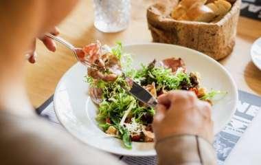Низкоуглеводную диету назвали пищей долгожителей