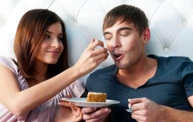 Система питания мужчины и женщина