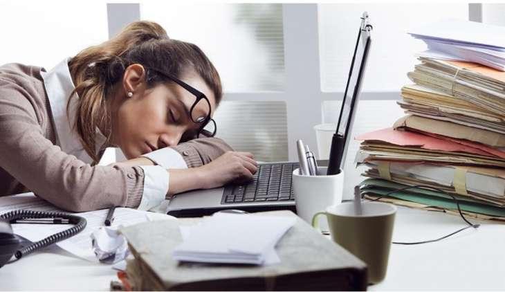 Названы способы справиться с сонливостью во время рабочего дня