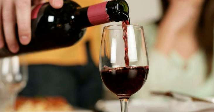 Ученые рассказали о пользе красного вина для женского организма