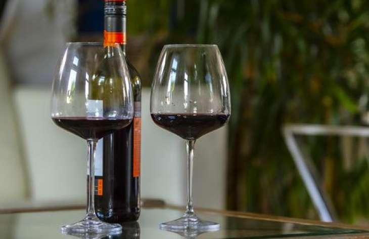 Кардиолог указал на риск развития рака из-за злоупотребления вином