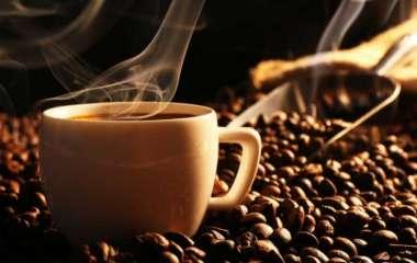 Кофе на завтрак: лучшие и худшие добавки в утренний напиток назвали диетологи