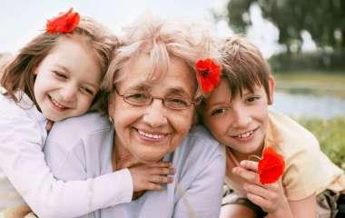 5 тем о воспитании ребенка, которые не стоит обсуждать с бабушками